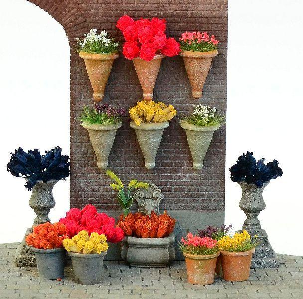 Flower Pot Set incl. Assorted Flowers